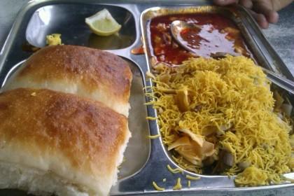 De-Dhakka-Misal-Pune