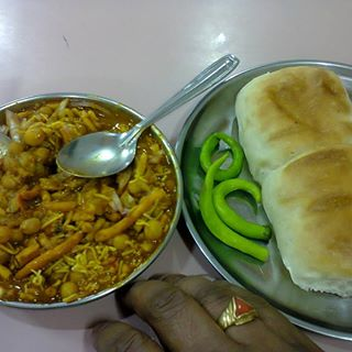 MoonMoon-Misal-Maharashtrian-Restaurants
