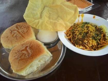 Sadhana Restaurant (Chulivarchi Misal Pav) – Nashik